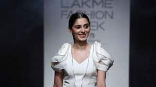 Fashion icon Pernia Qureshi looks stunning in Pinakin's Champagne collection at LFW 2017!