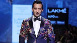 Rahul Khanna looked charming as he made show stopping entry for Narendra Kumar's men's wear collection at LFW 2017