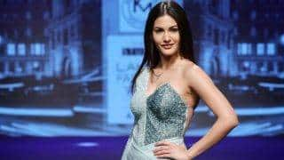 Amyra Dastur awed us in this metallic off-shoulder asymmetric gown at Lakme Fashion Week 2017!