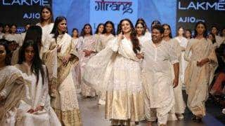 Tabu and Carol Gracias were a vision of ethereal beauty in Gaurang Shah's Muslin collection at Lakme Fashion Week 2017!