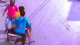 दिल्ली: बीच सड़क पर युवक को मारी गोली, खौफनाक वारदात CCTV में कैद