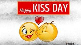 Kiss Day 2017 Wishes: Best Kiss Day SMS, WhatsApp & Facebook Messages to send Happy Kiss Day greetings on this Valentine Week!