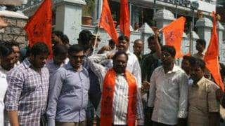 Bajrang Dal activists attack Sadar Bazar Police Station in Agra to rescue five co-workers from detention