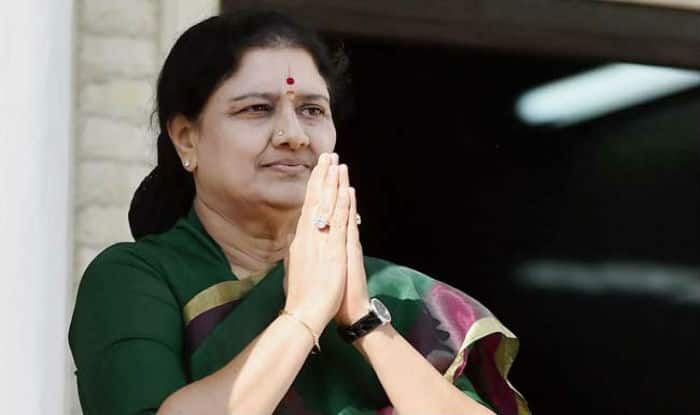 Election Commission issues notice to VK Sasikala, questioning her elevation to post of AIADMK General Secretary