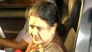 AIADMK Tamilnadu Live Updates in Hindi । तमिलनाडु Live: बागी हुए 11 और विधायक तो बिगड़ेगा शशिकला का खेल?