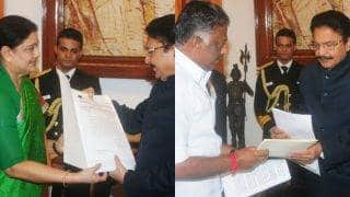 AIADMKS's Sasikala vs Panneerselvam in Tamil Nadu LIVE: MK Stalin of DMK to meet Tamil Nadu Governor Vidyasagar Rao, discuss developments in AIADMK