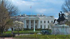 व्हाइट हाउस के बाहर छात्रों का विरोध प्रदर्शन