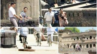 PadMan FIRST pics out: Akshay Kumar and Radhika Apte shoot for a romantic song in Maheshwar