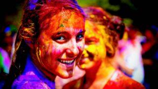 HOLI 2018: राशि के अनुसार चुनें होली के रंग, होगी तरक्की-मिलेगा धन