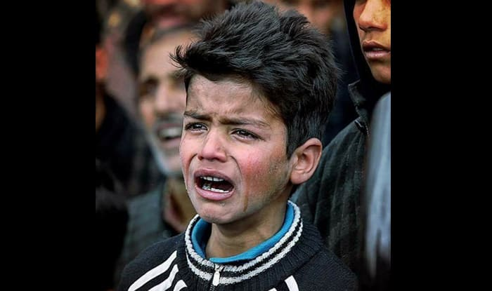 Picture of 9-year-old Kashmiri boy grieving a friend's ...