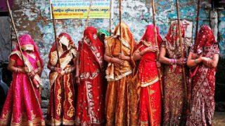 Lathmaar Holi 2020: बरसाने में आज लट्ठमार होली, बरसेगा राधा-कृष्ण के प्रेम का रस, जानें इतिहास, किन्हें लट्ठ मारेंगी हुरियारनें