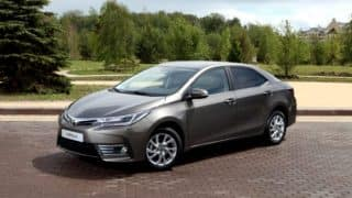 2017 Toyota Corolla Altis facelift India launch likely on March 15; Bookings open
