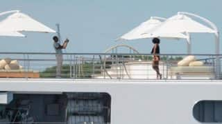 Photo of Barack Obama clicking Michelle Obama picture on yacht is going viral