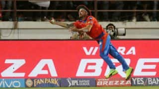 IPL 2017: मैकलम ने पकड़ा क्रिस गेल का लाजवाब कैच, लेकिन गेल नहीं हुए आउट!