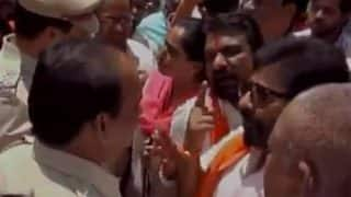 Shiv Sena MP Ravindra Gaikwad lashes out at cops over cashless ATMs in Latur [Watch Video]