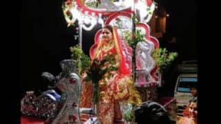 Rajasthan bride leads baraat on horse cart to wedding venue! Women's empowerment at its best