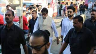 Vinod Khanna funeral: Amitabh Bachchan, Abhishek Bachchan, Rishi Kapoor, Dia Mirza and others spotted at the veteran actor's last rites(See pictures)
