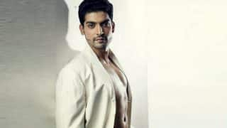 Gurmeet Choudhary pays tribute to Bollywood's dancing icons!