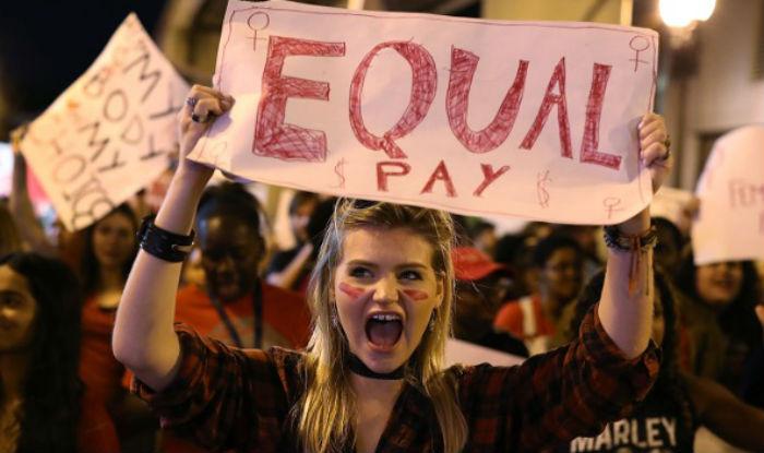 Resultado de imagen para iceland illegal pay women less than men