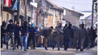 J&K: Students clash with forces in Baramulla; 4 youths detained | बारामुला में विद्यार्थियों, सुरक्षा बलों के बीच झड़प, चार युवक हिरासत में