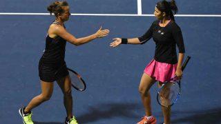 Sania Mirza-Barbora Strycova defeat Martina Hingis-Chan Yung 6-7 (6-8), 6-1,10-4 to enter Miami Open final