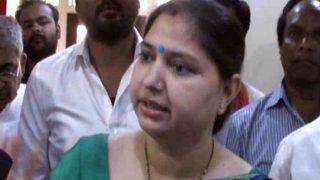 बीजेपी की महिला सांसद ने पुलिस अधिकारी को धमकाया- जिंदा खाल खिंचवा लूंगी