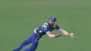 IPL 2017: Rohit Sharma takes stupendous catch to dismiss AB de Villiers, watch video