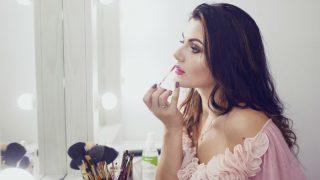 New Year 2021 Makeup Tips: न्यू ईयर पार्टी में दिखना चाहती हैं खूबसूरत और स्टाइलिश तो अपनाएं ये बोल्ड मेकअप टिप्स
