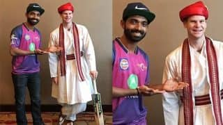 IPL 2017: Ajinkya Rahane makes Captain Steven Smith dress up as a Maratha and speak Marathi too! (Watch video)