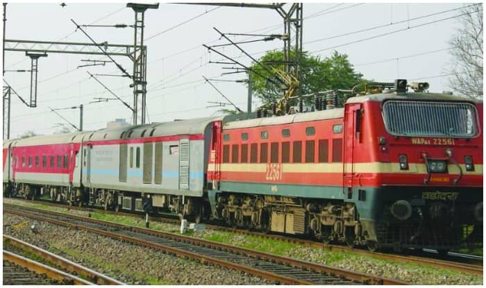 train ddn to mumbai
