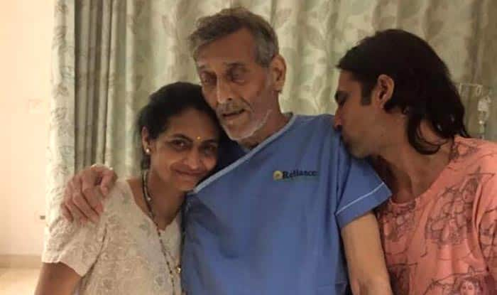 Shashi Kapoor Dead Date >> Vinod Khanna's health gets better, here's the actor's picture with his family from the hospital ...