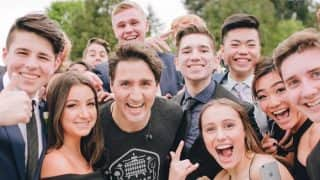 Canadian PM Justin Trudeau posed for a photograph with high school students and made their day!