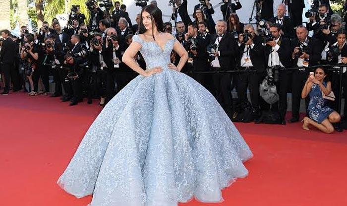 Cannes Film Festival: Aishwarya Rai Bachchan Is Belle Of The Ball In Princess Dress | कान्स फेस्टिवलमध्ये ऐश्वर्याचा लूक बघून सर्व झाले आवाक्