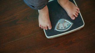 बढ़ रहा वजन पर महसूस होती है कमजोरी! तो हो सकती है ये बीमारी...