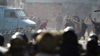 जम्मू-कश्मीर के हंदवाड़ा, पुलवामा में सुरक्षा बलों और छात्रों के बीच संघर्ष
