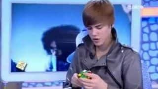 OMG! Justin Bieber can solve the Rubik's Cube in less than 2 minutes! (Watch video)