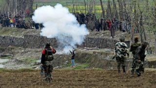जम्मू-कश्मीर: कुलगाम में आतंकी हमला, दो जवान शहीद, दो लोगों की मौत