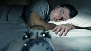 देर रात बिल्कुल नहीं सोचनी चाहिए ये बातें, उड़ जाती है नींद...