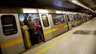 मेट्रो में फर्श पर बैठने वालों से डीएमआरसी ने 11 महीने में वसूले इतने लाख