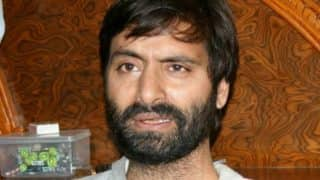 Kashmir: Separatist leader Yasin Malik roughs up woman journalist, breaks her phone
