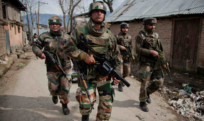 indian army patrolling images in kashmir area
