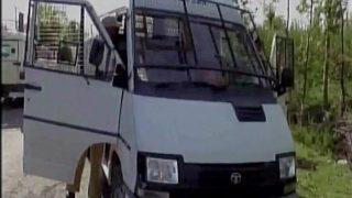 कश्मीर: कैश वैन पर आतंकी हमला, पांच पुलिसकर्मियों, दो बैंक कर्मचारियों की मौत, हथियार लूटे