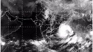 बांग्लादेश तट से टकराया तूफान 'मोरा', भारत में भारी बारिश की चेतावनी, पूर्वी बेड़ा तैयार
