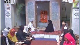 तीन तलाक से मुक्ति के लिए मुस्लिम महिलाएं पहुंचीं मंदिर, पढ़ी हनुमान चालीसा