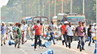 कोलकाता की सड़कों पर दिखा कश्मीर जैसा नजारा, पुलिस पर टूट पड़े लेफ्ट कार्यकर्ता