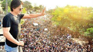 Shah Rukh Khan Birthday: 13 Mobile Phones Stolen as Fans Gather Outside SRK's Residence Mannat in Mumbai