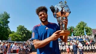 Jo-Wilfried Tsonga warms up for French Open by winning maiden claycourt title