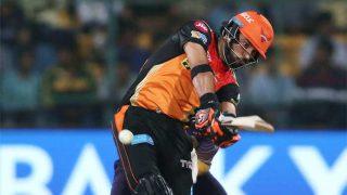 IPL 2017: युवराज के इस करारे शॉट से बाल-बाल बचे नॉन स्ट्राइकिंग बल्लेबाज विजय शंकर, सिर में लग जाती चोट!