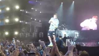 Justin Bieber forgets Despacito lyrics, angry fans throw shoe and water bottles at him on the stage