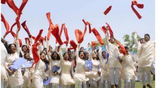 IIT कानपुर में टूटी सालों पुरानी परंपरा, कुर्ते-सलवार में छात्रों ने ली डिग्री